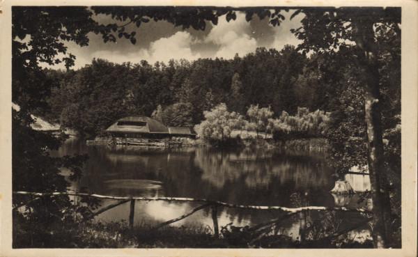7. Szováta Gyógyfürdő. A Medve-tó és a királyi kabinok. Körtesy Károly fényképész felvétele és kiadása.