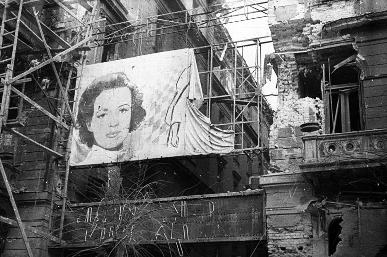 Magyar Nemzeti Digitális Archívum • Páratlan felvételek 1956